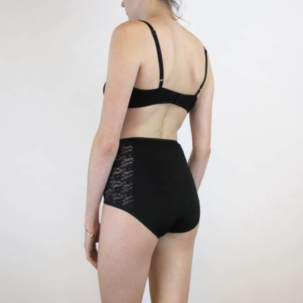 comfortable lingerie set in black cotton and lace